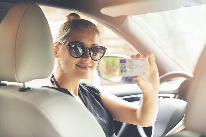 Descubre cómo sacar licencia de conducir a los 17 años