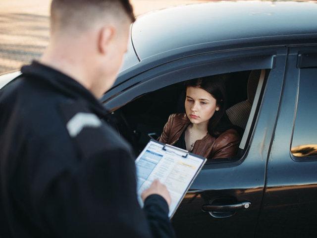 El valor de una multa por mal estacionar y la manera en cómo pagar el monto estipulado